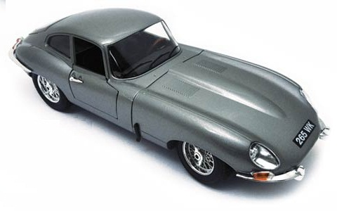 1/18 1961 Jaguar E Type Coupe (Silver)