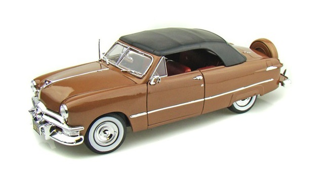 1/18 1950 Ford Custom Deluxe (Bronze)