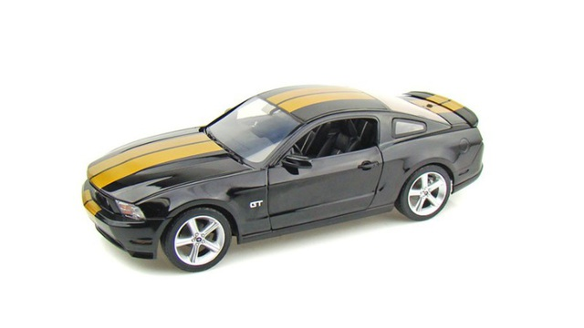 1/18 2010 Mustang GT (Black w Gold)